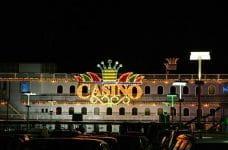 Frente del casino en barco de la ciudad de Buenos Aires.
