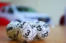 Bolas de sorteo de lotería.