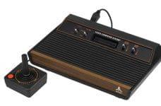 Consola de juegos Atari de la década de los setenta.