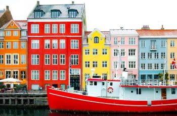 Fachadas coloridas típicas de Dinamarca.