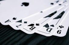Una mano de poker.