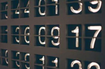 Varios números en casillas.