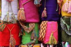Mochilas de colores.