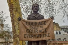 Estatua de Millicent Fawcett, luchadora feminista.