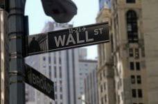 Letrero de la calle Wall Street, Nueva York.