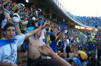 Aficionados de Boca Juniors en la disputa de un partido.
