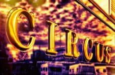 La palabra CIRCUS en un transporte.