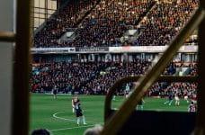 Partido de fútbol en el Reino Unido.