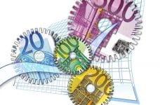 Billetes de euro como ruedas dentadas.