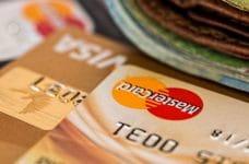 Tarjetas de crédito Visa y Mastercard.